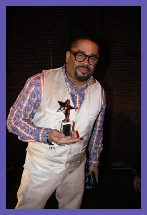 Byron Cage posing with his O'Landa Draper service award given by Urban Soul Cafe