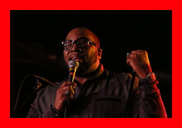 Marvin Sapp giving accepting his award at Urban Soul Cafe's Access Granted
