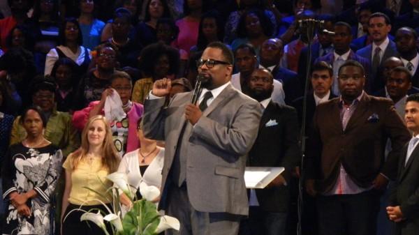 Bishop Hezekiah Walker leading the 300 voice choir into worship.