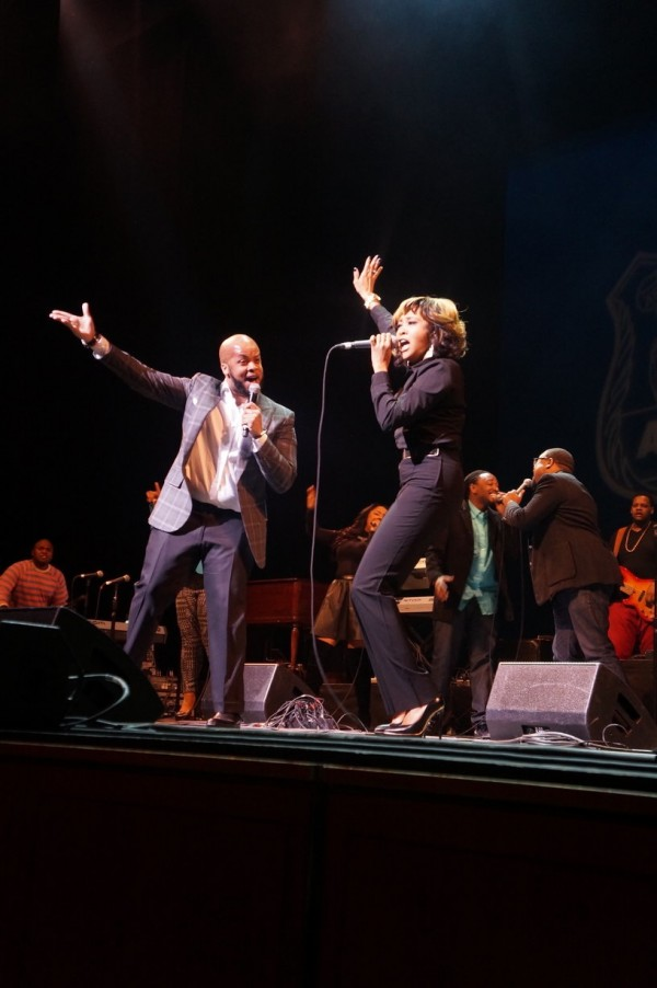 """James Fortune and his wife Cheryl Fortune perform a song from his upcoming album, """"Live Through It."""" Photo Credit: Jennifer Thacker for WLIB.com"""